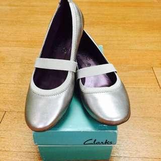 🚚 Clarks 克拉克 全新舒適平底鞋 37號