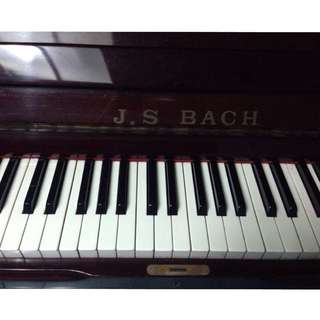 二手直立式鋼琴