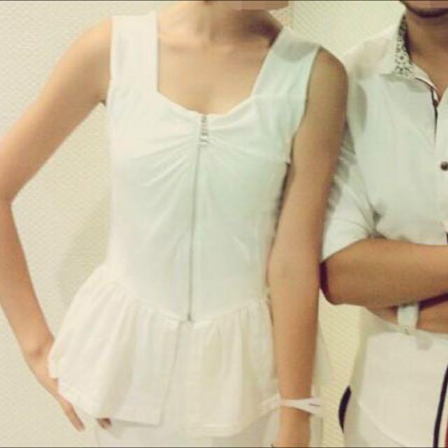 拼接無袖裙擺拉鏈式短版上衣-白色