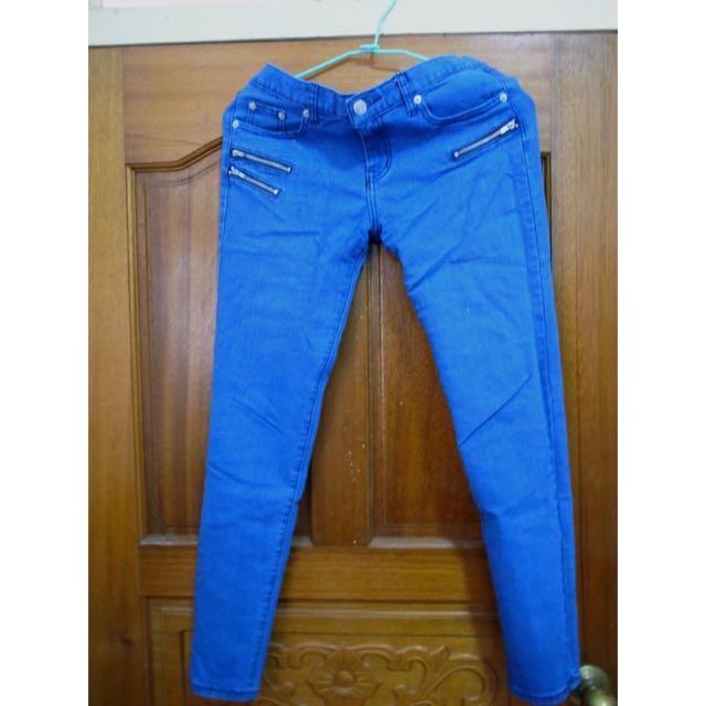 藍色緊身牛仔褲