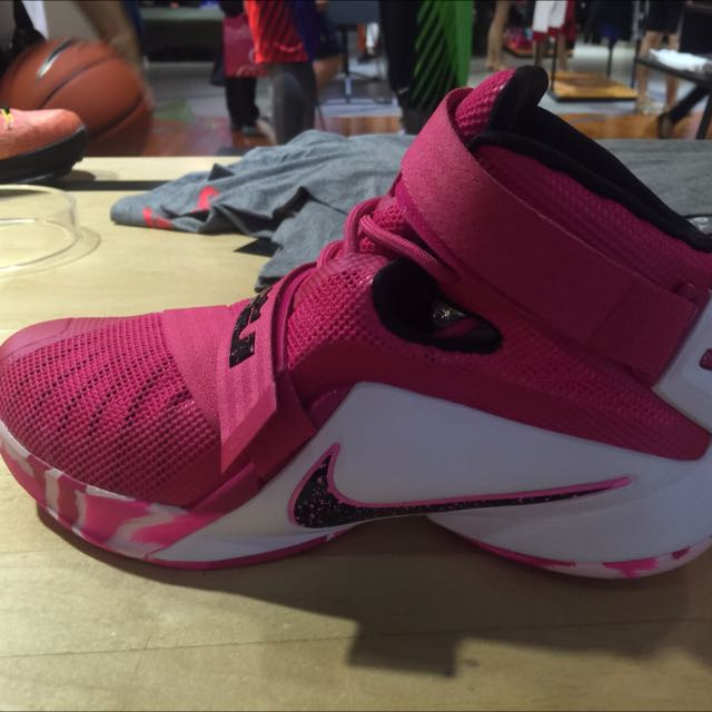new product add9f e212d Nike LeBron Soldier IX 粉紅色