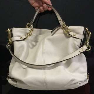 Elegant Authentic Coach Leather Bag In Beige Sling Tote