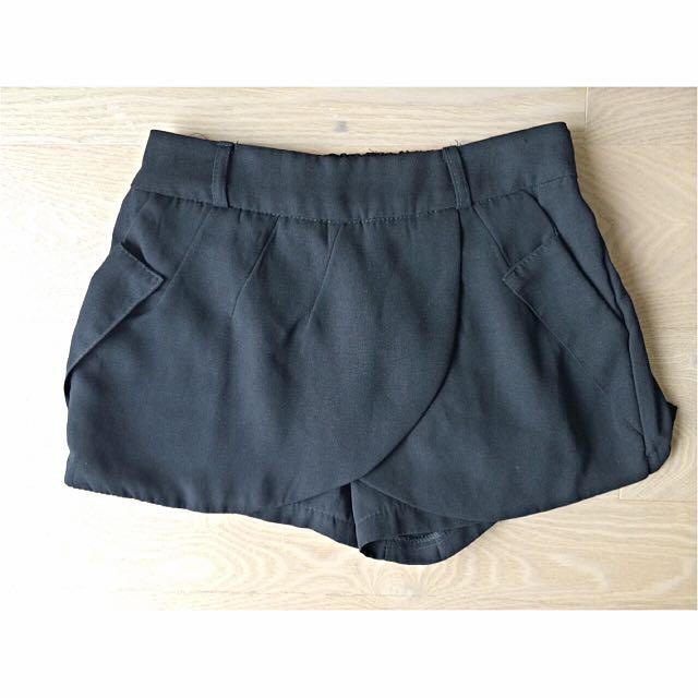 荷葉邊短褲