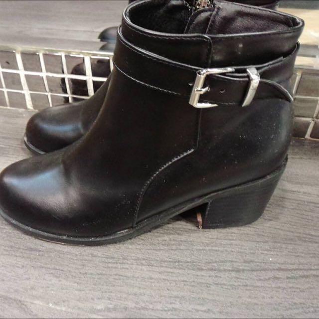 韓國 - 金釦短靴