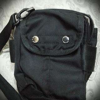 TOUGH男孩子小包包……7成新!原價2680.現在很少用到,560可尋找新主人,有意價錢可議價(^_-)