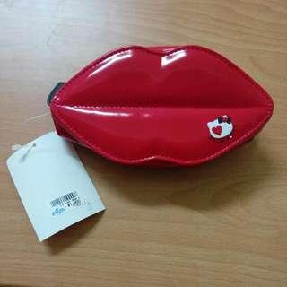 全新正版Hello Kitty嘴唇化妝包.購於大阪環球影城