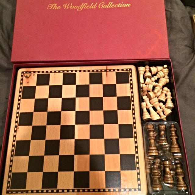 Woodfield Wooden Chessboard