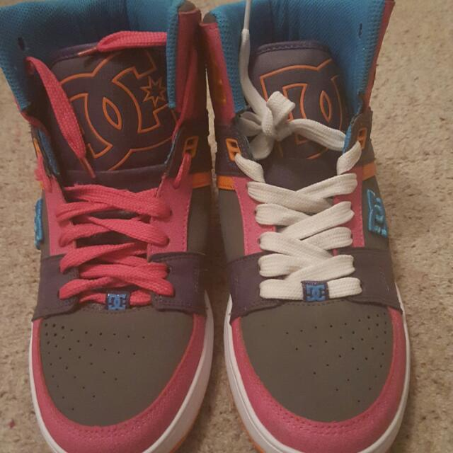 DC size 6 Hightops.