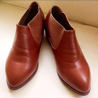 駝色質感踝靴 35號 全新