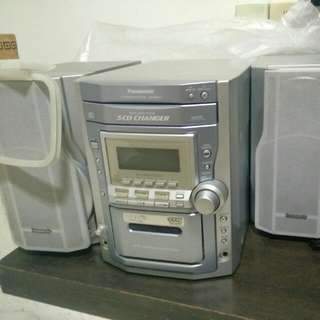 Panasonic CD Stereo & Radio System with 5 CD Changer And 2 Speakers