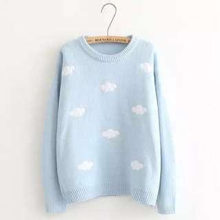 雲朵貼布刺繡圓領粉藍粗針織毛衣