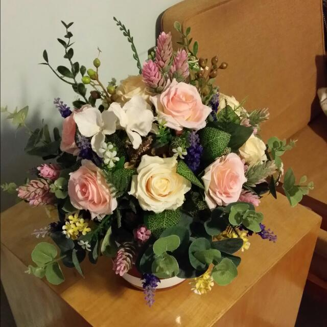 Table Flower Arrangement Using Artificial Flowers Suitable For Home Or Office New Set Kept In Plastic