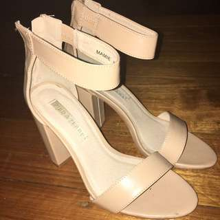 Size 8 heels, From Famous Footwear! Love them just can't walk in them 😂