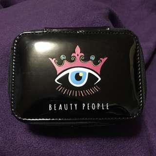 (二手)Beauty People 限量大眼黑幫版天鵝絨眼影組