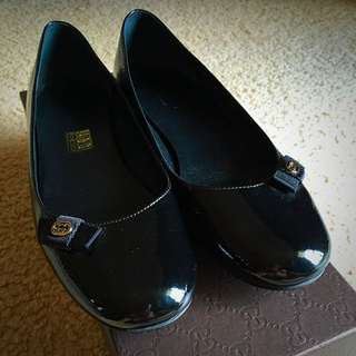 Gucci Black Ladies Flat Leather Size 6.5/7