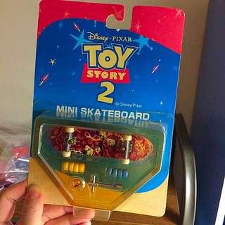 絕版 玩具總動員2 胡迪翠絲 滑板 指上滑板 吊卡