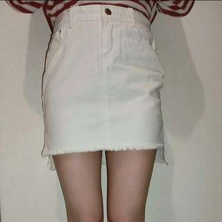 白牛仔短裙(前短後長)