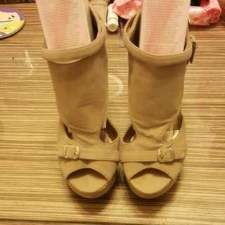 <9成新>米色時尚高跟鞋