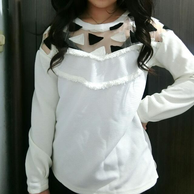三角露紗拼接  造型上衣白