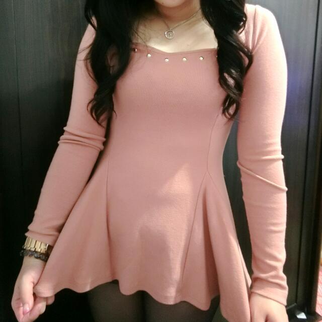 粉嫩色四角領  下襬傘狀 腰身顯瘦