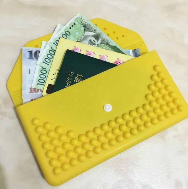 全新 韓國 黃色 橡膠 仿卯釘 雙層長夾