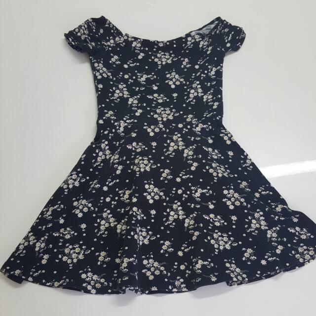 Black Skater Dress W Daisies Size XS