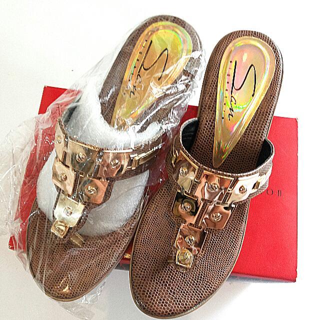 NEW Sandal