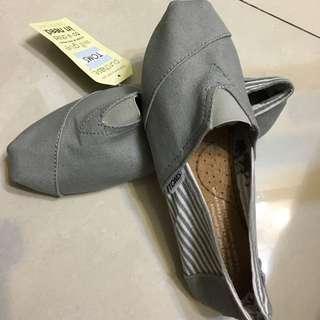 非正品TOMS休閒鞋
