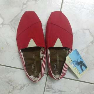 brand new AUTHENTIC TOMS