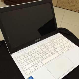 ASUS X205T華碩11.6吋小筆電