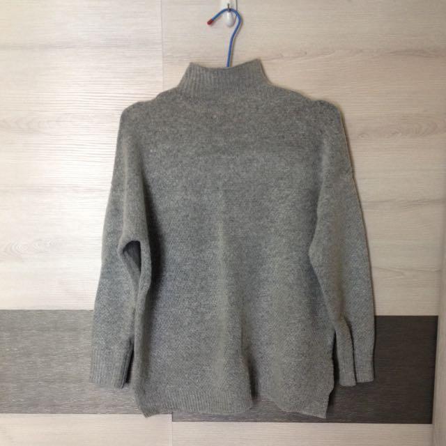 小高領灰色保暖毛衣