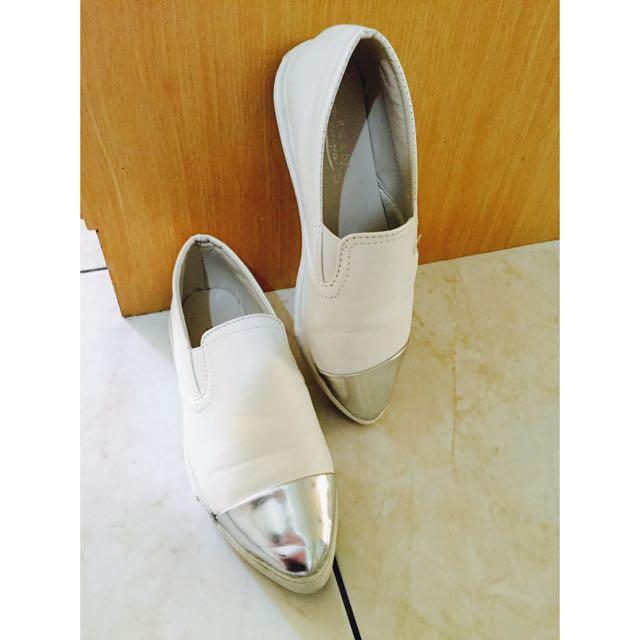 銀色尖頭白樂福鞋