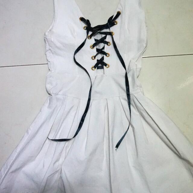 純白綁帶性感小洋裝