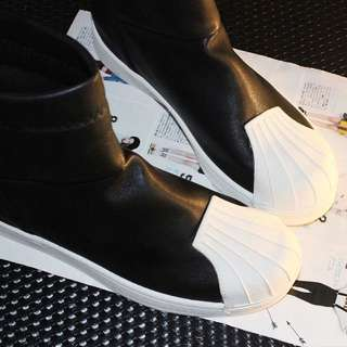 全新 黑色平底短靴 39碼