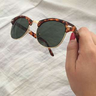 REDUCED TO $5!! Boohoo Sunglasses