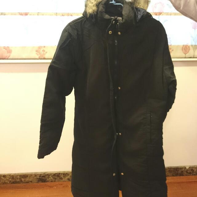 黑色長版羽絨衣(秀山莊)