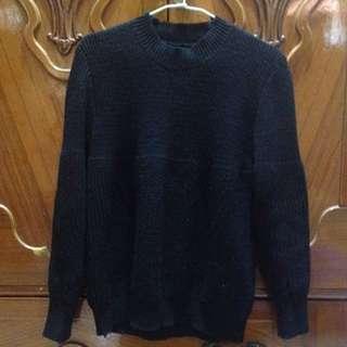 基本款黑色圓領粗針織衫毛衣