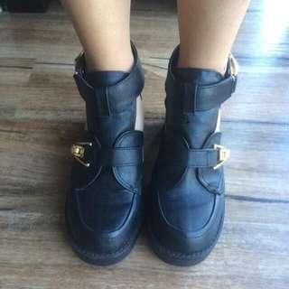 Lipstik Boots Size 5.5
