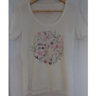White graphic Tee size s