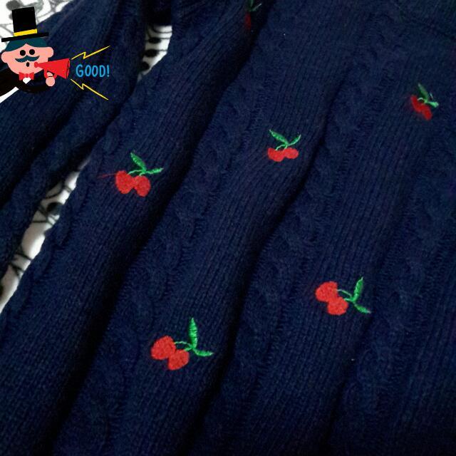 全新~深藍色櫻桃刺繡厚針織毛衣