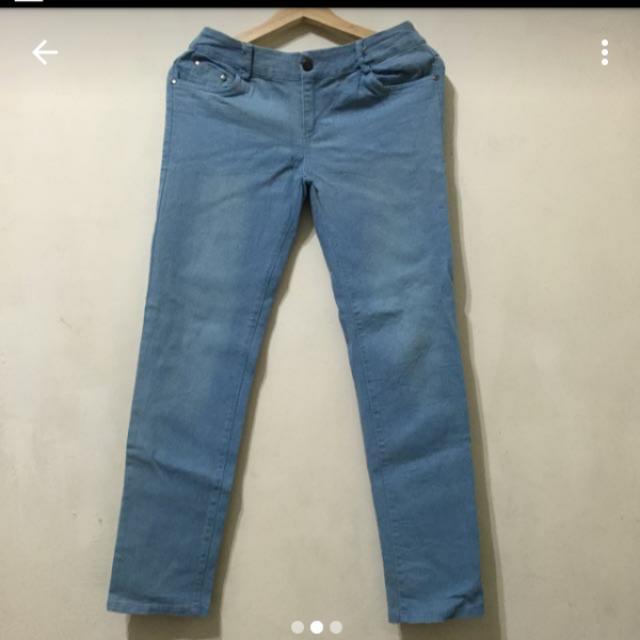 鬆緊褲頭淺色牛仔褲