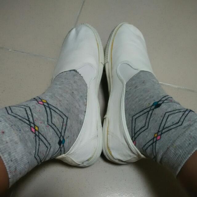 古著✌超級復古的白色鞋子😘