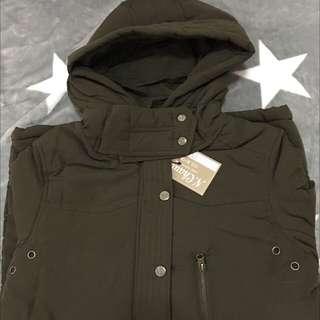 軍綠保暖防風外套,誠可議
