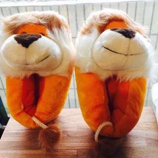 🚚 義賣-幫助流浪動物- 🦁️ 小獅子毛茸茸室內拖鞋-23號~23.5可穿
