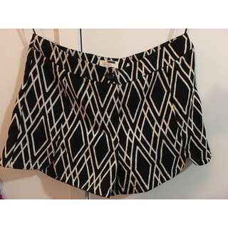 RUMOR BOUTIQUE SHORTS Size 10