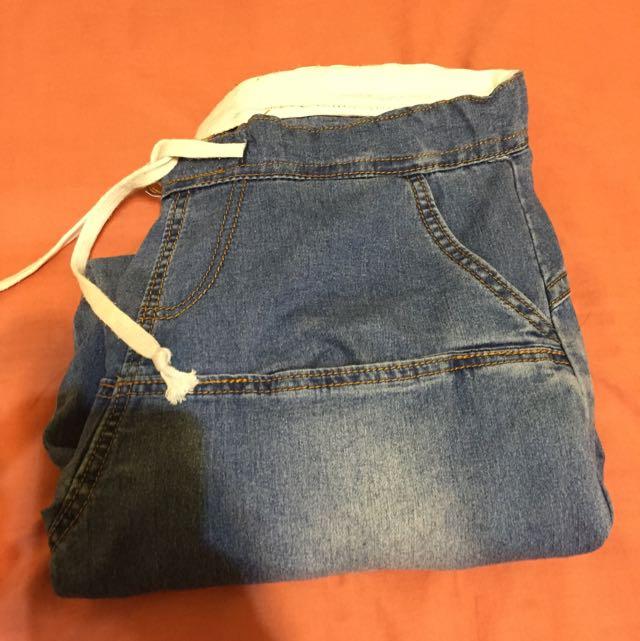 牛仔長褲,約32腰,褲頭有線可調大小