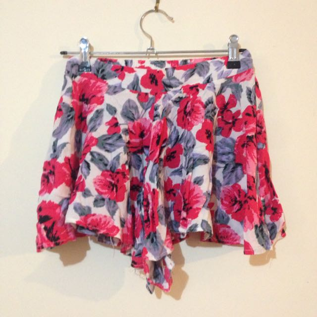 Loose Floral Shorts Size 8