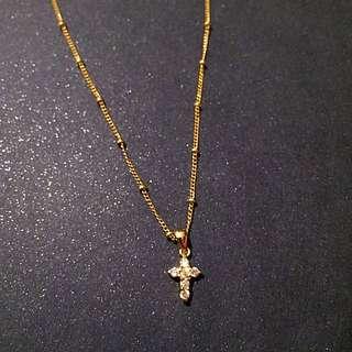 (保留中)亮鑽十字架項鍊