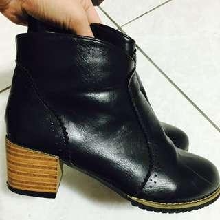 黑色 粗跟短靴 23號