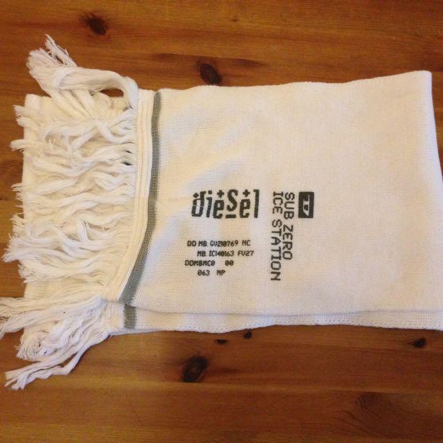 (全新正品) Diesel 白色針織圍巾
